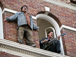 "LUIS GUZMAN as a desperate guy out on a ledge and JIM CARREY as Carl in Warner Bros. Pictures' and Village Roadshow's comedy ""Yes Man,"" distributed by Warner Bros. Pictures. PHOTOGRAPHS TO BE USED SOLELY FOR ADVERTISING, PROMOTION, PUBLICITY OR REVIEWS OF THIS SPECIFIC MOTION PICTURE AND TO REMAIN THE PROPERTY OF THE STUDIO. NOT FOR SALE OR REDISTRIBUTION."